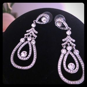 Quality chandelier earrings with nice rhinestones
